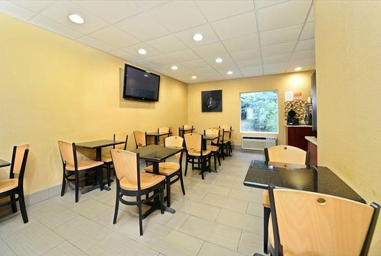 Super 8 Mars/Cranberry/Pittsburgh Area: Guest Breakfast area