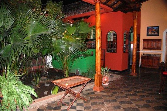 Casa Xanadu: Area outside the kitchen.