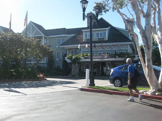 Grand Pacific Palisades Resort and Hotel: The front entrance