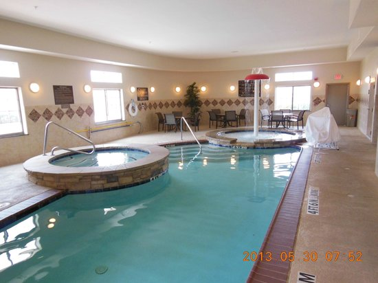 SpringHill Suites Waco Woodway: Great pool area with a lift for the disabled - that's rare!