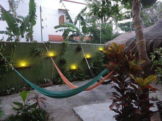 Secret Garden Hotel: Extérieur, face aux chambres