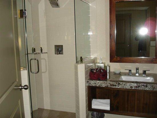 Driftwood Lodge: Part of Bathroom