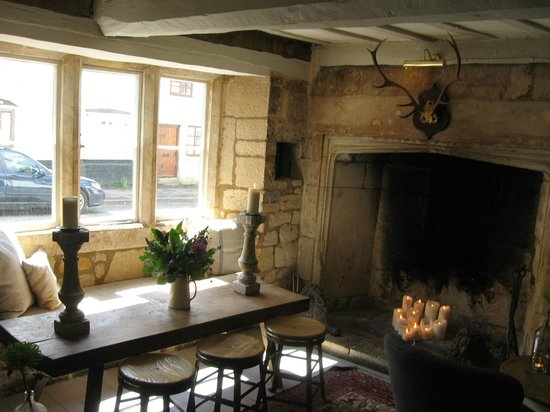 The Lion Inn: The cozy front room
