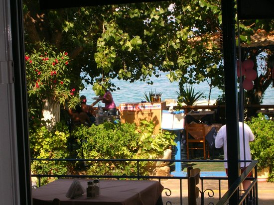 Taverna Dionysos (not in harbour): Fresh air