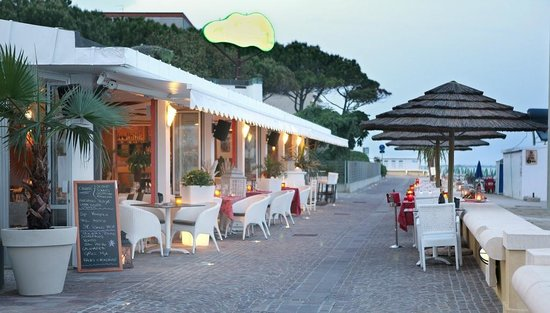Playa Beach Restaurant