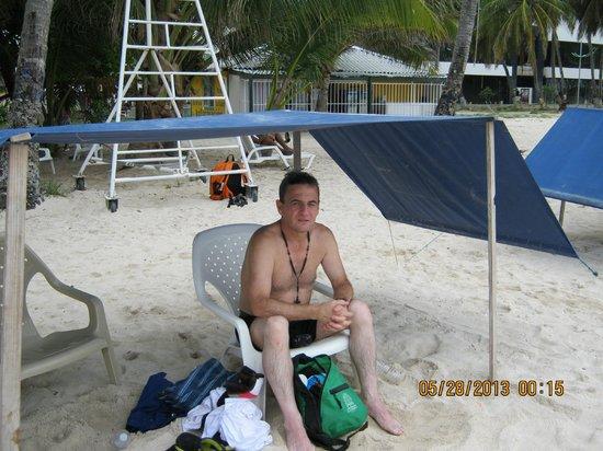 Hosteria Mar y Sol: En la Playa, al frente Hotel El Dorado