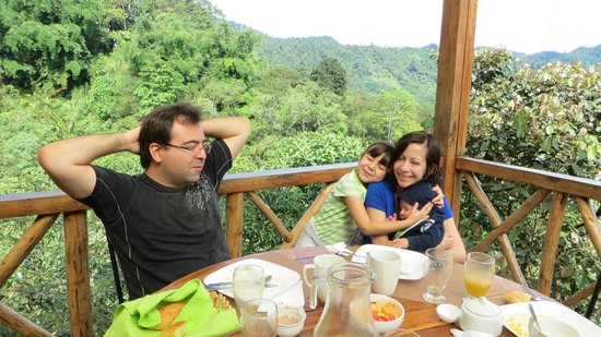 Terrabambu Restaurant Lodge: Desayunando en la terraza, con una vista hermosa