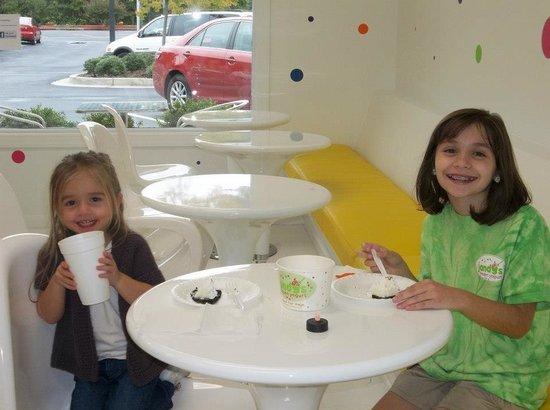 Jandy's Frozen Yogurt: Jandy's girls