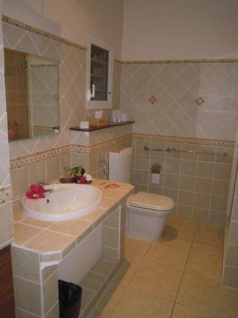 Royal Beach Hotel: aperçu de la salle de bains