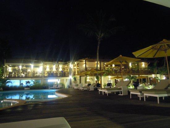Royal Beach Hotel: la piscine de nuit