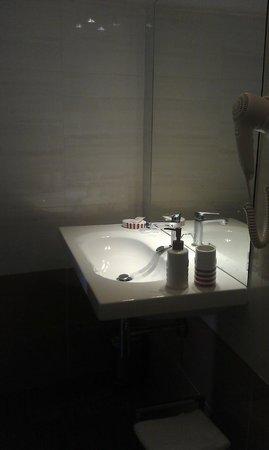 B&B Vicolo della Neve: The bathroom