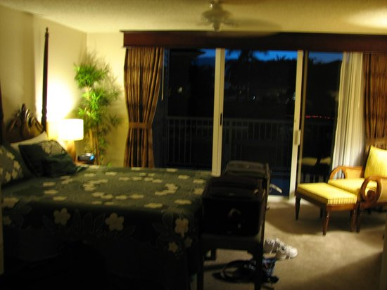 The Cliffs at Princeville : Bedroom and its lanai