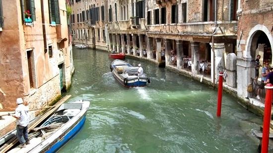 A Guide In Venice: Beautiful canals of Venice.