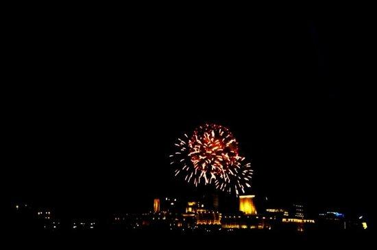 Seri Wawasan Bridge, Putrajaya : Fireworks from the bridge
