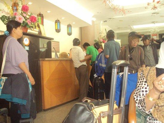 Wira Hotel: pemandangan di lobi hotel