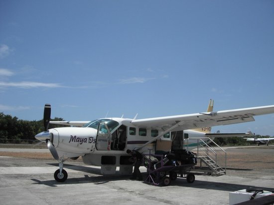 Joyce & Frank's Bed & Breakfast: Placencia Airport