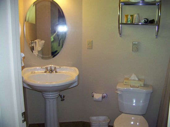 Ocean Gate Resort: bathroom