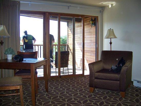 Ocean Gate Resort: table & chairs