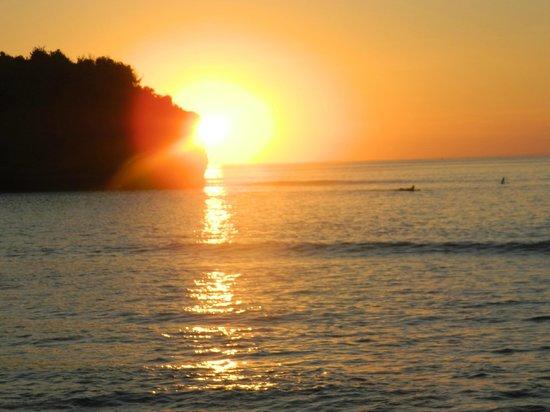 Balangan Sea View Bungalow: perfect sunset