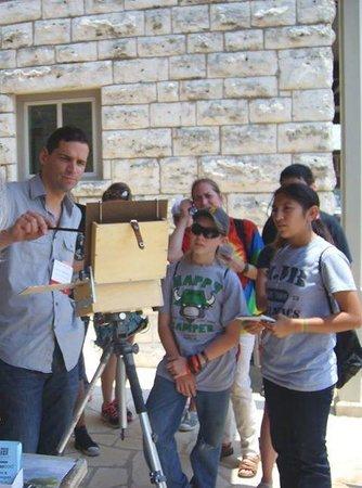 Good Art Company Art Gallery : School group watching demo