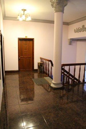 Huong Mai Hotel: 廊下