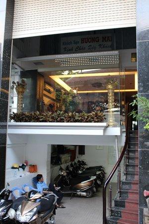 Huong Mai Hotel: ホテルの正面