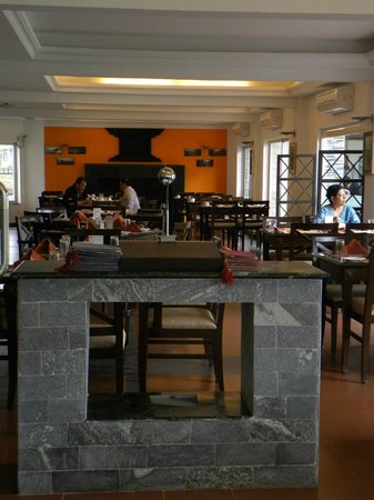 Waterfront Resort Hotel: Dining Area