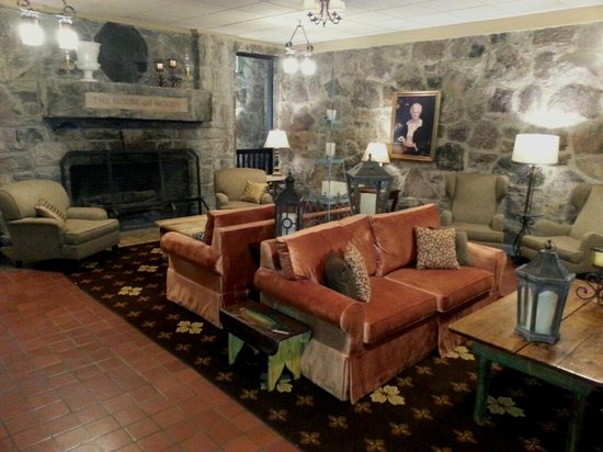 Mountain Lake Lodge: lobby area