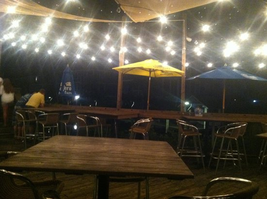 Tropical Beach Resorts: Walked to club on bay, danced under lights on deck!