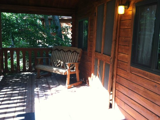 Drummer Boy Camping Resort : Cottage Porch