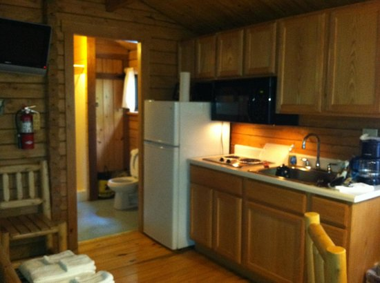 Drummer Boy Camping Resort : Cottage Main Room/Kitchen