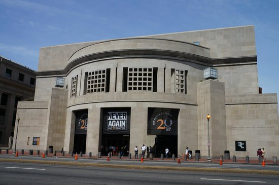 front of holocaust museum - Picture of United States ...