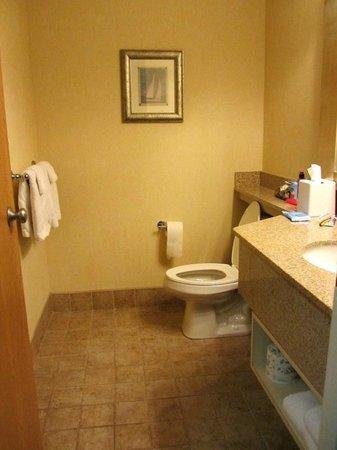 Sugar Beach Resort Hotel : King Bathroom