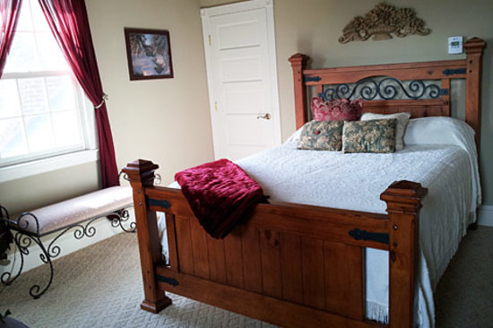 Young Manor : South Guest Room.  For more pictures of this and our other rooms, visit
