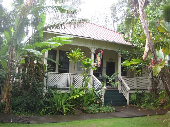 Haiku Plantation Inn: Maui Bed and Breakfast: Love sitting on the porrch!