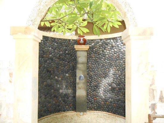 Golden Buddha Cottages : lovely shower