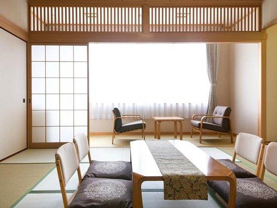 Sanpia Chres: 10畳の和室