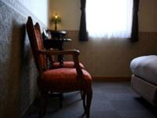 Sanpia Chres: アンティークを配置した室内
