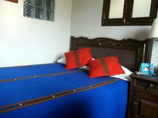 Hotel Casa Rustica: Bright and cheery bedroom