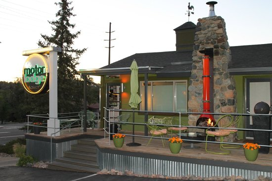 The Motor Lodge: Inviting office/deck. Great place to sit and hang out by the fire.