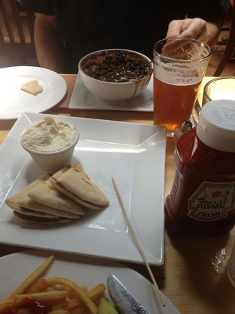 CK14 - The Crooked Knife at 14th Street : Delicious Chili and Appetizer