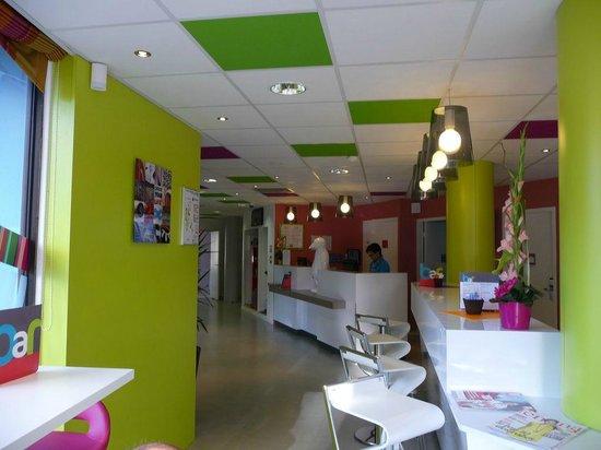 Ibis Styles Bordeaux Saint Medard: accueil vue de la zone bar