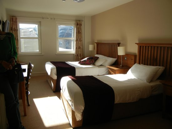 Coachmans Townhouse Hotel: Twin room
