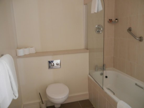 Coachmans Townhouse Hotel : Bathroom