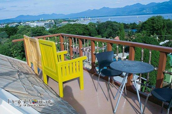 Grande Vista Hotel: viewing deck facing honda bay