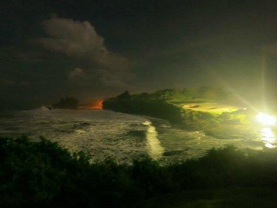 Pan Pacific Nirwana Bali Resort: Tanah Lot temple over there.