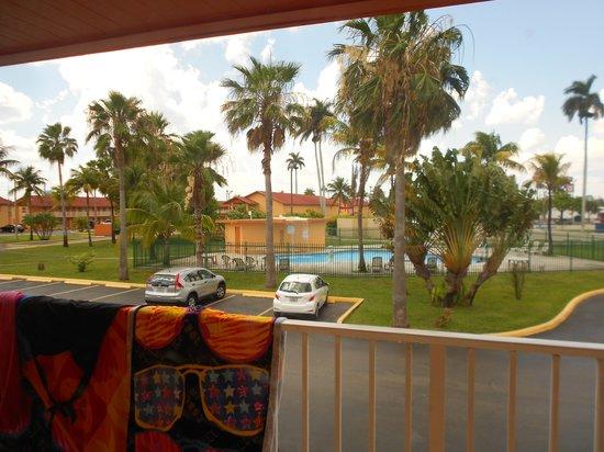 Fairway Inn Florida City: View from our door