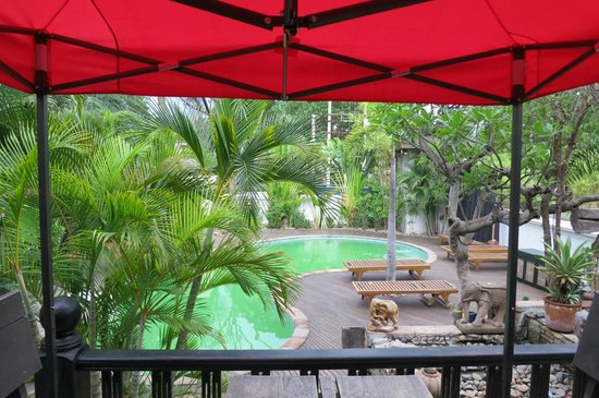 Hotel by the Red Canal, Mandalay: delightful grounds
