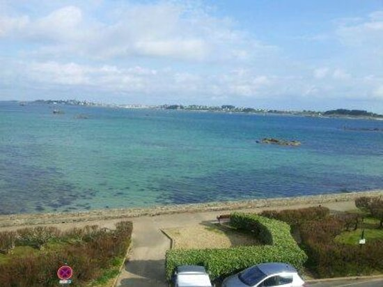 Hotel aux Tamaris : the view from the room high tide