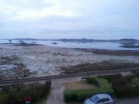 Hotel aux Tamaris : the view from the room low tide